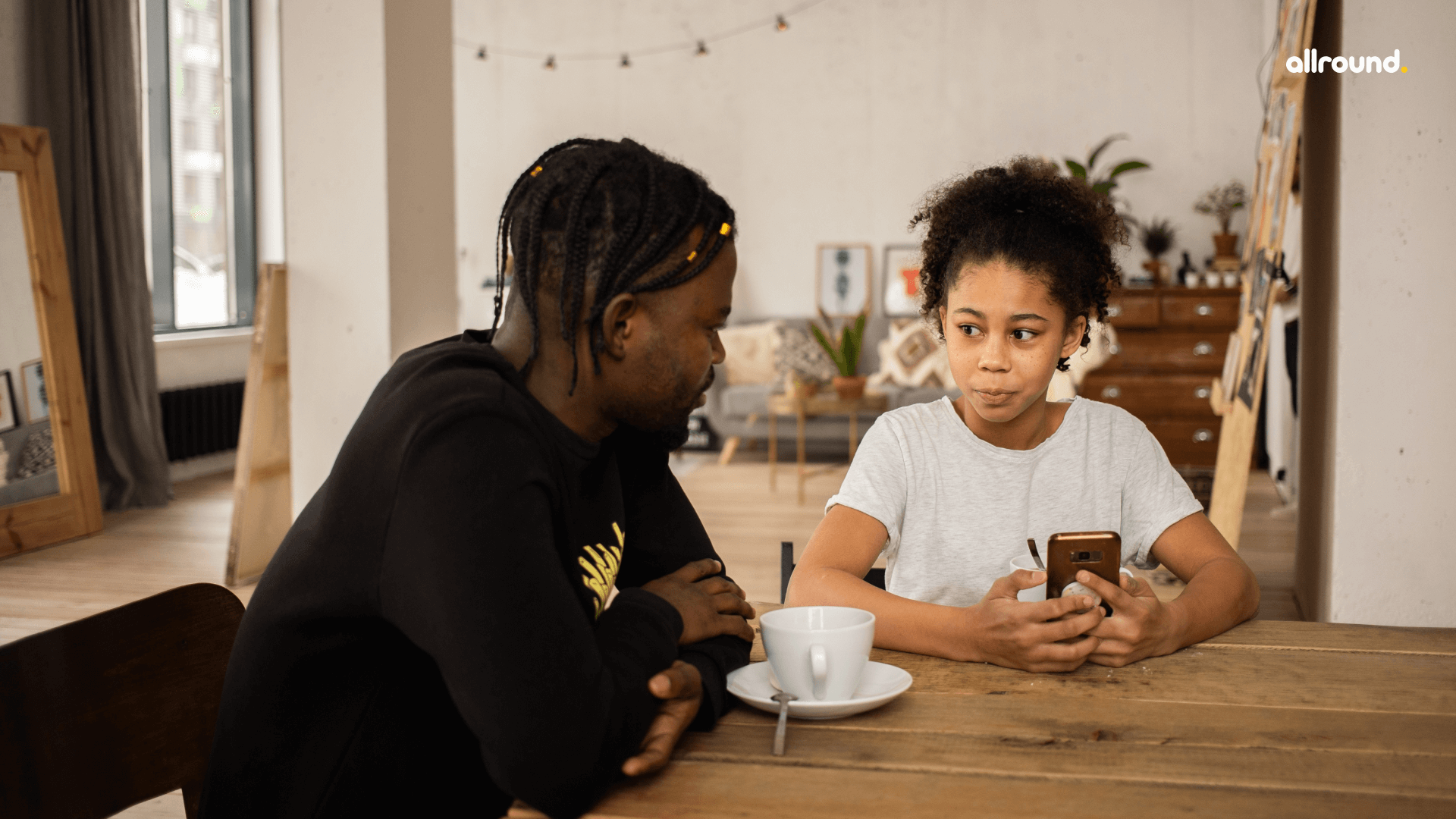 Why Using Mobile Phones While Eating Is Dangerous For Your Child